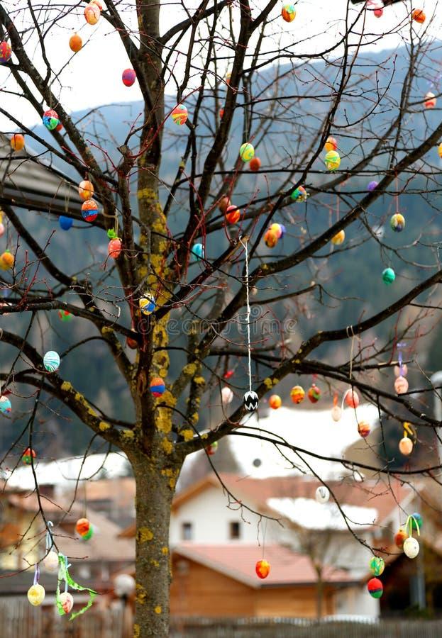 Типичное decored дерево с пасхальными яйцами стоковая фотография rf