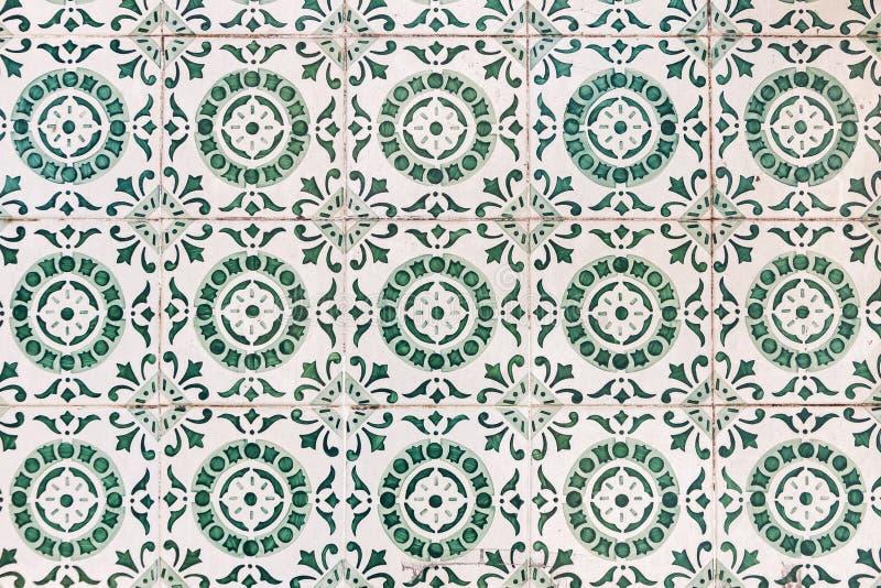 Типичные португальские старые керамические плитки стены & x28; Azulejos& x29; в Лиссабоне, стоковые фотографии rf
