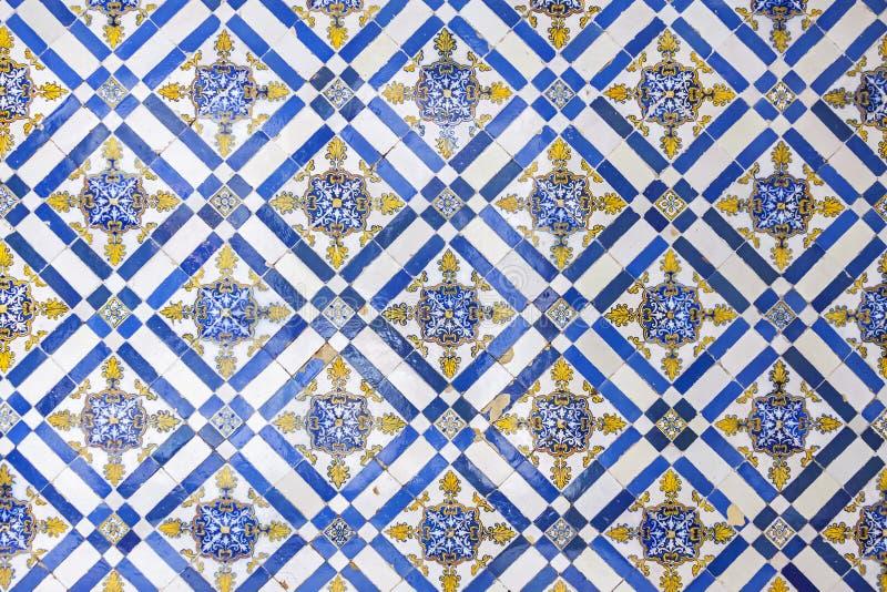 Типичные португальские старые керамические плитки стены & x28; Azulejos& x29; в Лиссабоне, стоковая фотография