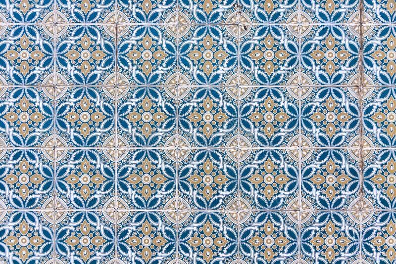 Типичные португальские старые керамические плитки стены & x28; Azulejos& x29; стоковое фото rf