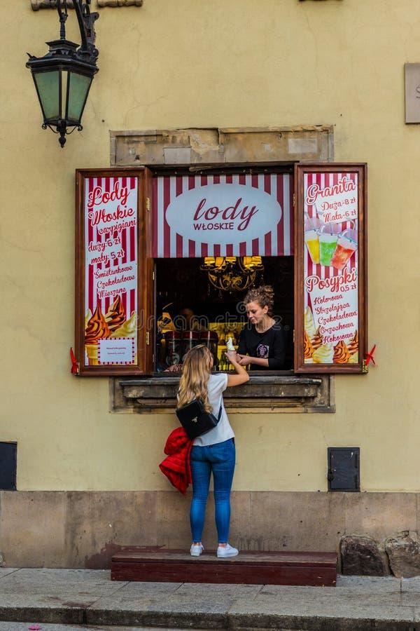 Типичный взгляд в старом городке в Варшаве Польше стоковые фото