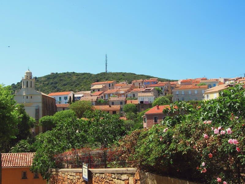Типичный взгляд Cargese, острова Корсики стоковое фото rf