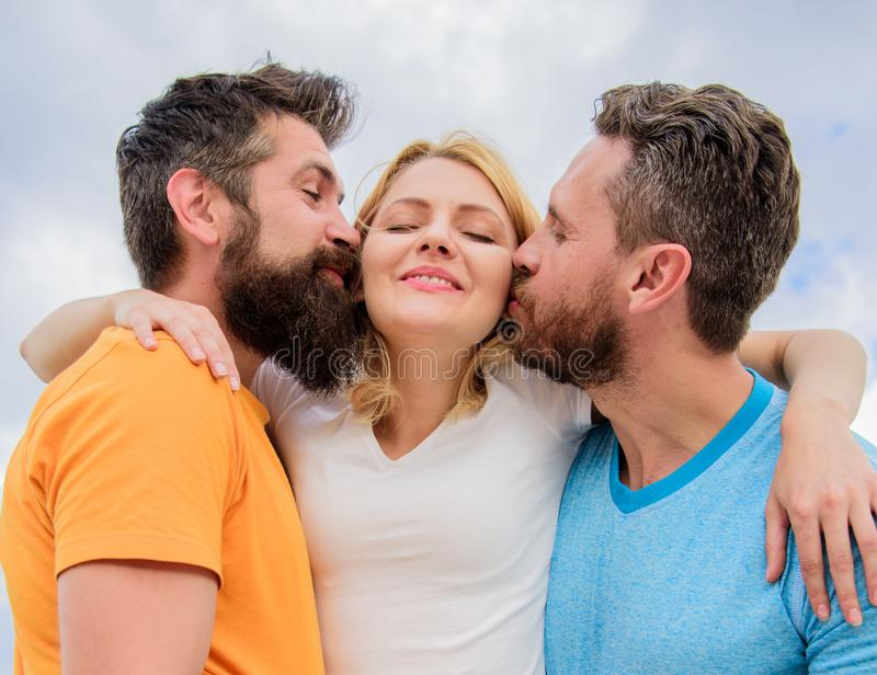 Типичный гид избегая зоны друга Все вы должны знать избегаете датировка старта зоны друга Люди целуют такую же девушку внутри стоковые фотографии rf