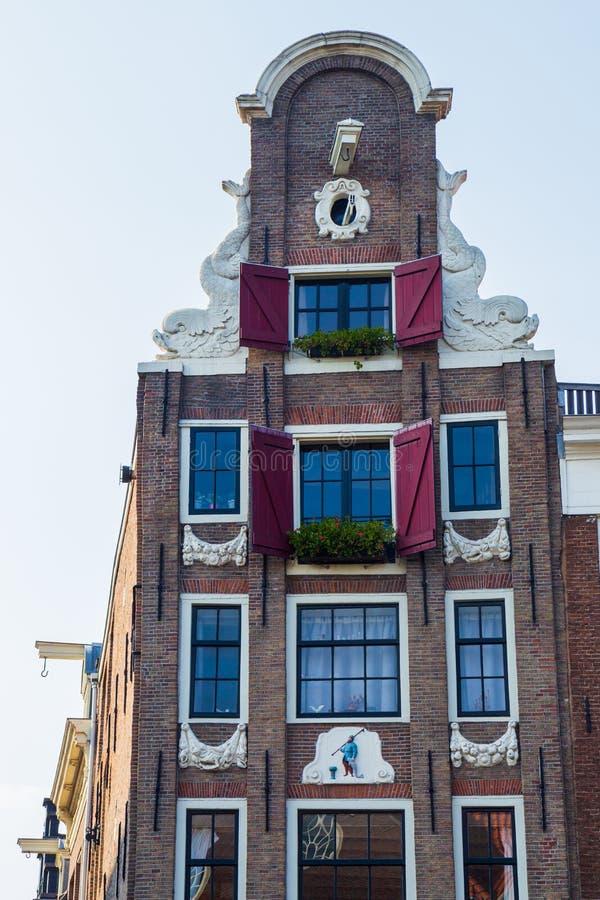 Типичный дом канала Амстердама XVII века, Kloveniersburgwal, Амстердам стоковое фото rf