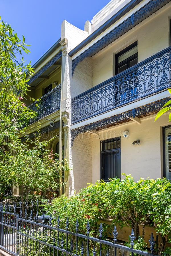 типичный дом террасы в Сиднее Австралии стоковая фотография rf