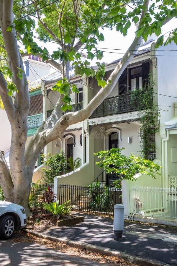 типичный дом террасы в Сиднее Австралии стоковая фотография