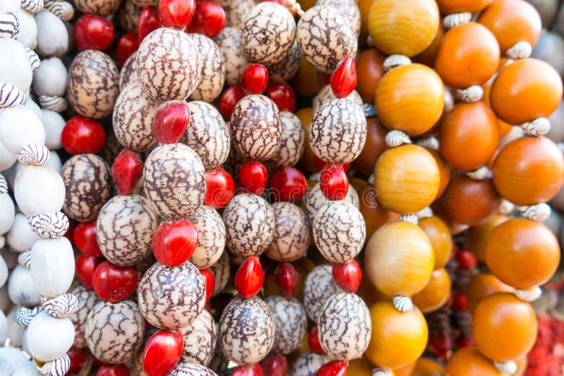 Типичный кубинський сувенир: ожерелье семени Популярный в кубинськом учете стоковые фотографии rf