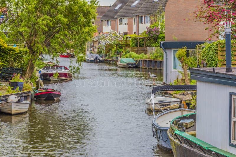 Типичный ландшафт на окраинах города Алкмара Нидерландская Голландия стоковые фото