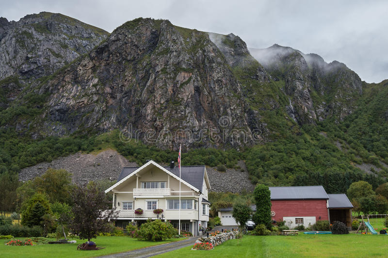 Типичный норвежский ландшафт стоковое изображение rf