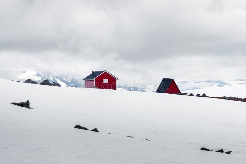 Типичный норвежский красный деревянный дом стоковая фотография