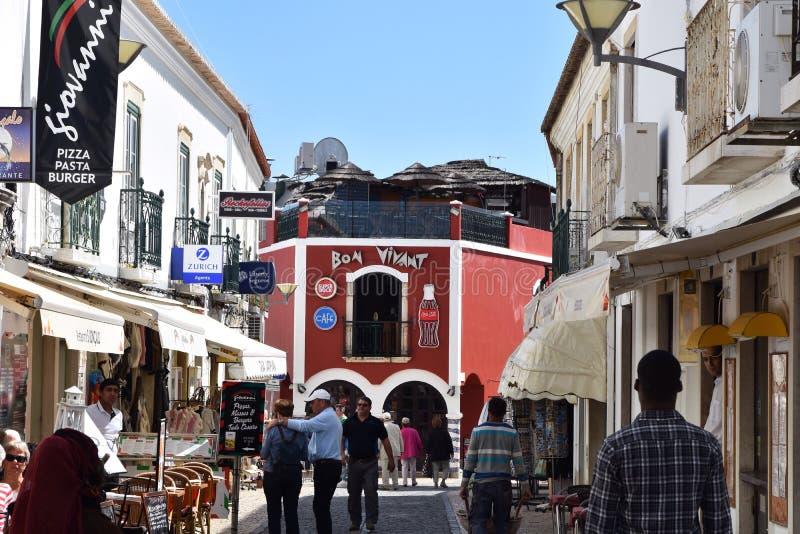 Типичный переулок города Лагоса, Алгарве, Португалии стоковая фотография rf