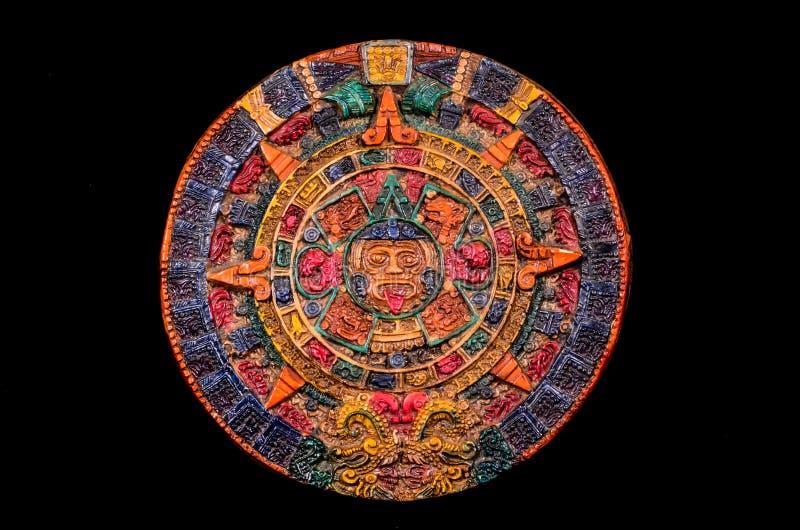 Типичный покрашенный календарь Майя глины стоковые изображения