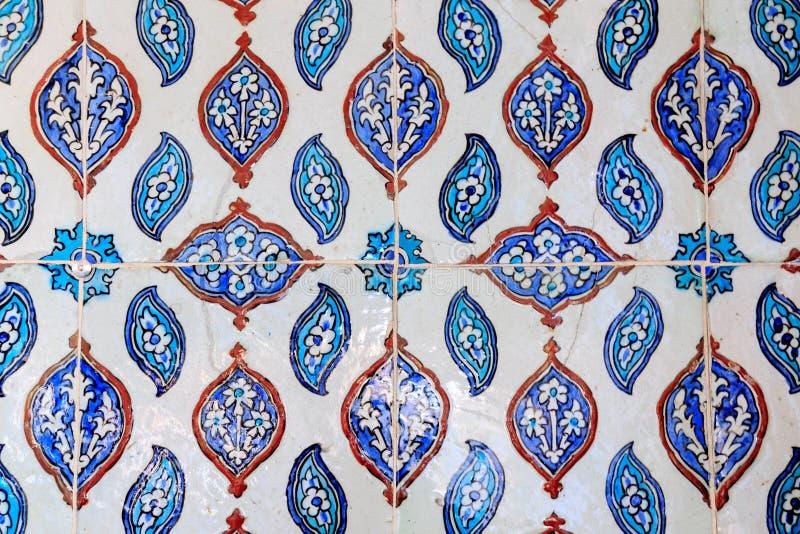 Типы керамических плиток с арабским орнаментом Голубой цветочный узор Турецкая керамика стоковые изображения