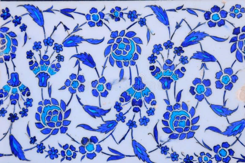 Типы керамических плиток с арабским орнаментом Голубой цветочный узор Турецкая керамика стоковые фотографии rf