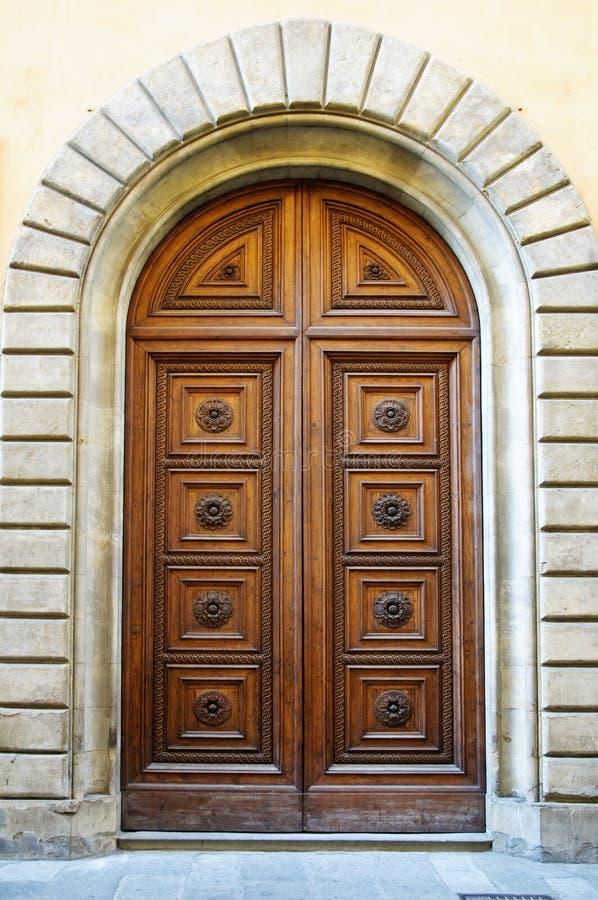 тип двери средневековый стоковая фотография rf