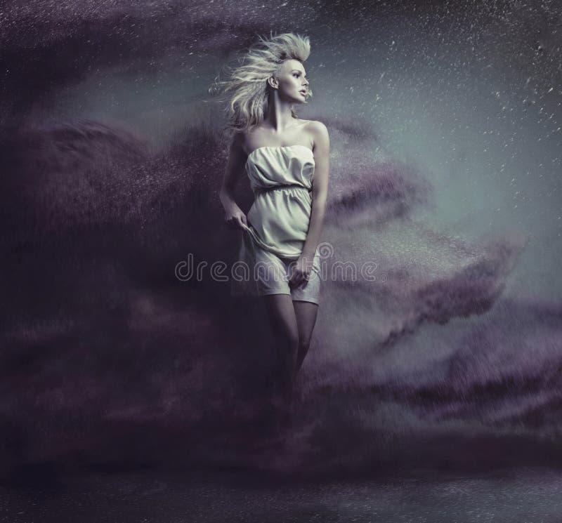 Тип изображение фантазии милой белокурой красоты стоковая фотография rf