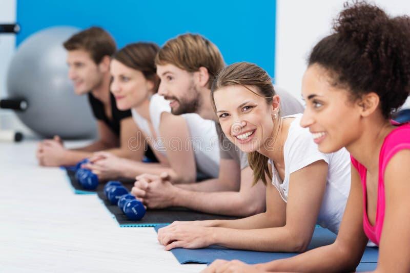 Тип Aerobics на гимнастике стоковые изображения