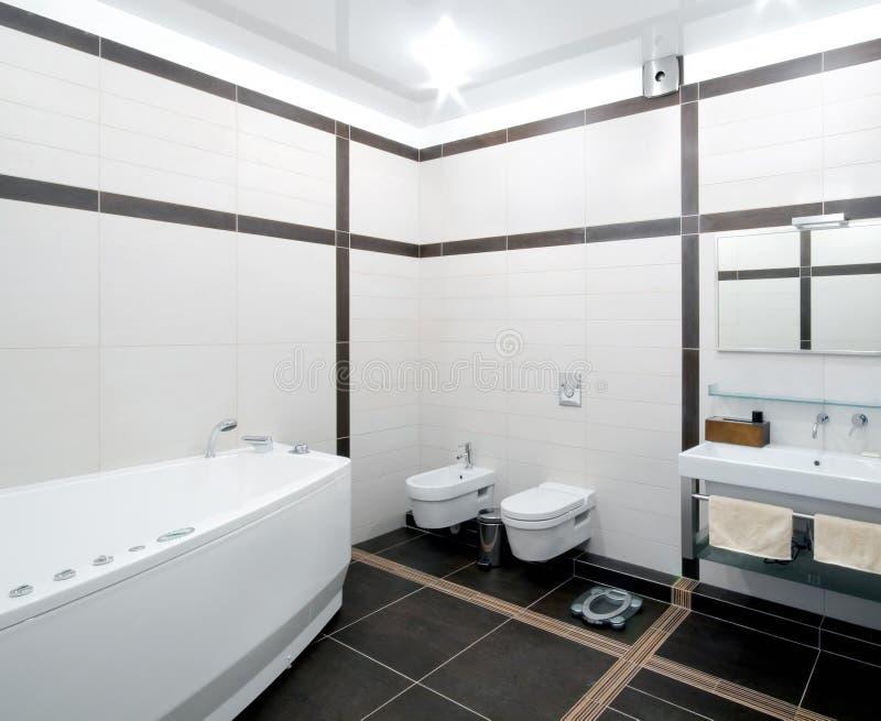 тип minimalism ванной комнаты стоковые фотографии rf