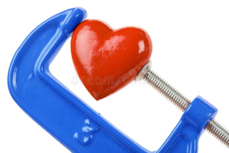 тиски красного цвета сердца сжатия