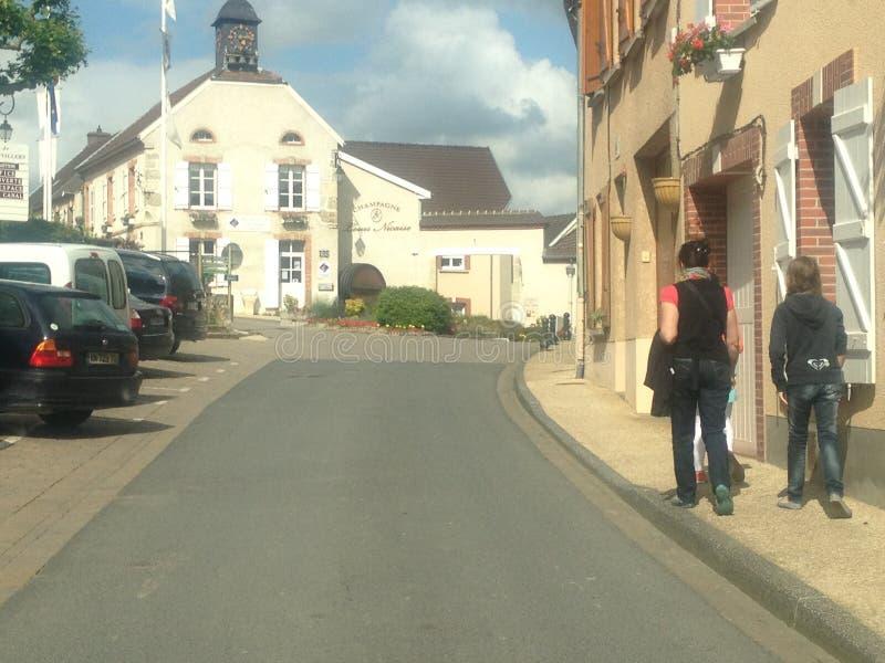 Тихая деревня в Шампани, Франция стоковые изображения rf