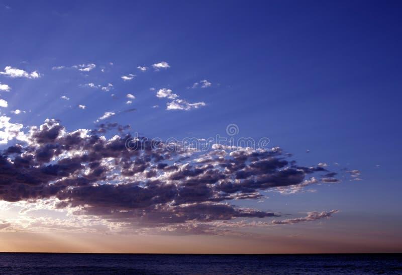 Download Тихий океан восход солнца стоковое изображение. изображение насчитывающей поднимать - 1175823