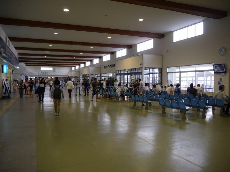 Тихий паромный терминал Ishigaki в острове Ishigaki, Окинава, в вечере стоковые изображения rf