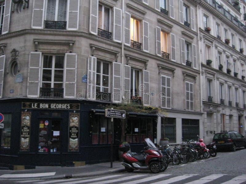 Тихий угол кафа в Париже стоковое фото rf