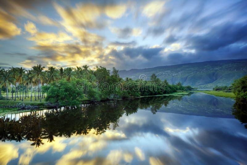 тихое река сценарное стоковое изображение