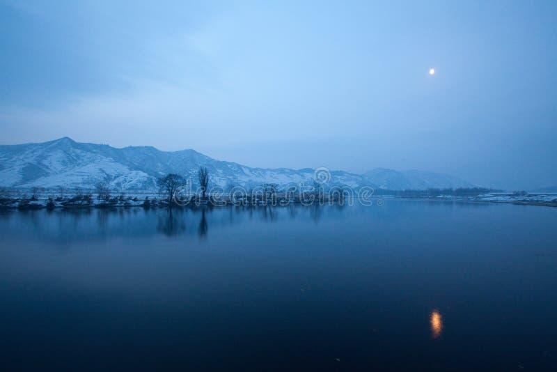 Download тихое река стоковое фото. изображение насчитывающей река - 37928134