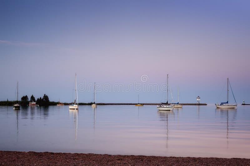 Тихое утро в гавани. стоковые фотографии rf