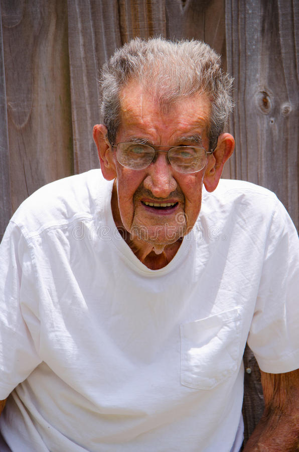 100-ти летний портрет старшего человека centenarian стоковые изображения