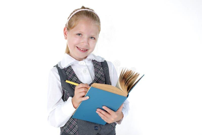 8-ти летняя девушка школы с книгой и ручкой стоковая фотография