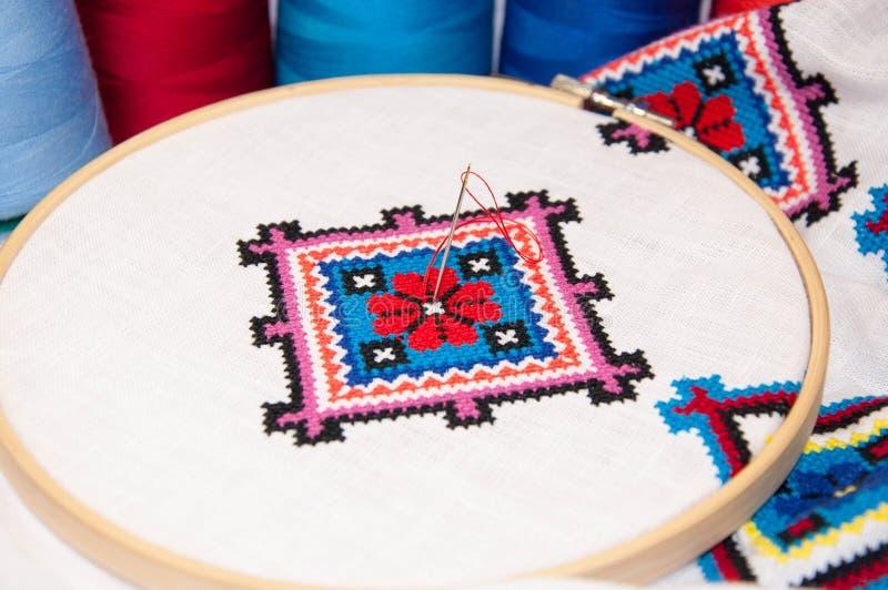 Ткань в обруче с вышивкой стоковое изображение