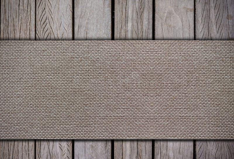 Ткань на деревянных предпосылках стоковая фотография rf