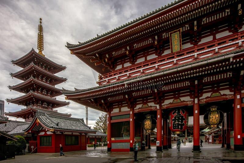 Токио, Япония - висок 28-ое октября 2018 Sensoji или Asakusa Kannon Templ стоковые фото