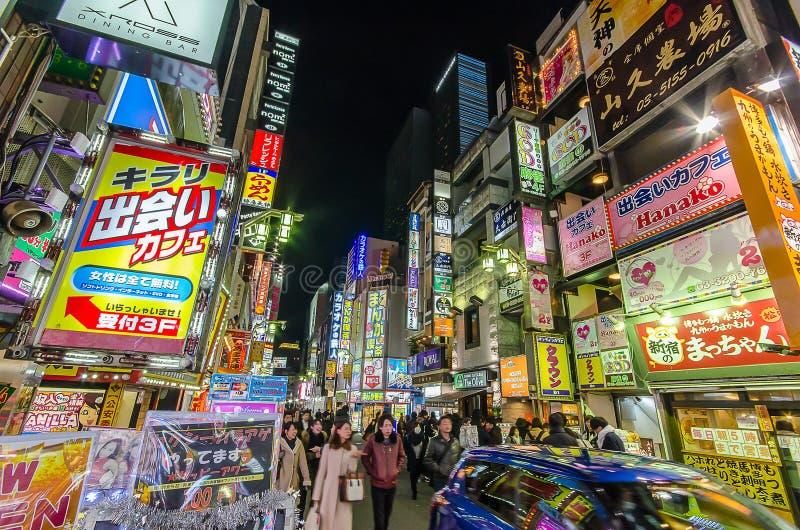 Токио, Япония - 25,2016 -го январь: Kabukicho развлечения и квартал публичных домов стоковые изображения rf