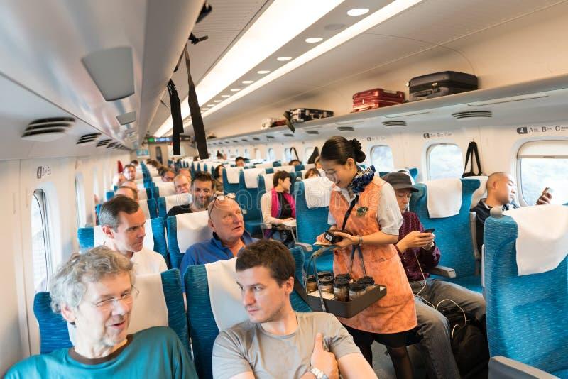 Токио, Япония, сентябрь 2017: Интерьер поезда Shinkansen японца стоковые изображения rf