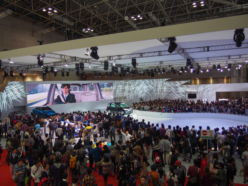 ТОКИО, ЯПОНИЯ - 23-ье ноября 2013: Будочка на моторе Тойота стоковые фото