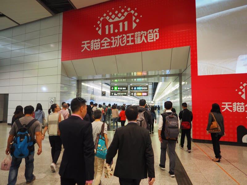 Толкотня и суматоха центрального вокзала Гонконга в час пик стоковое фото rf