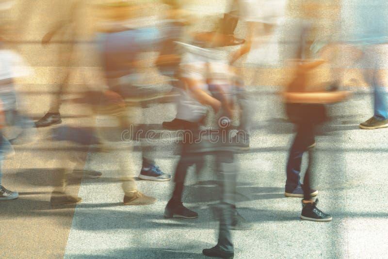 Толпа людей нерезкости движения стоковые изображения rf