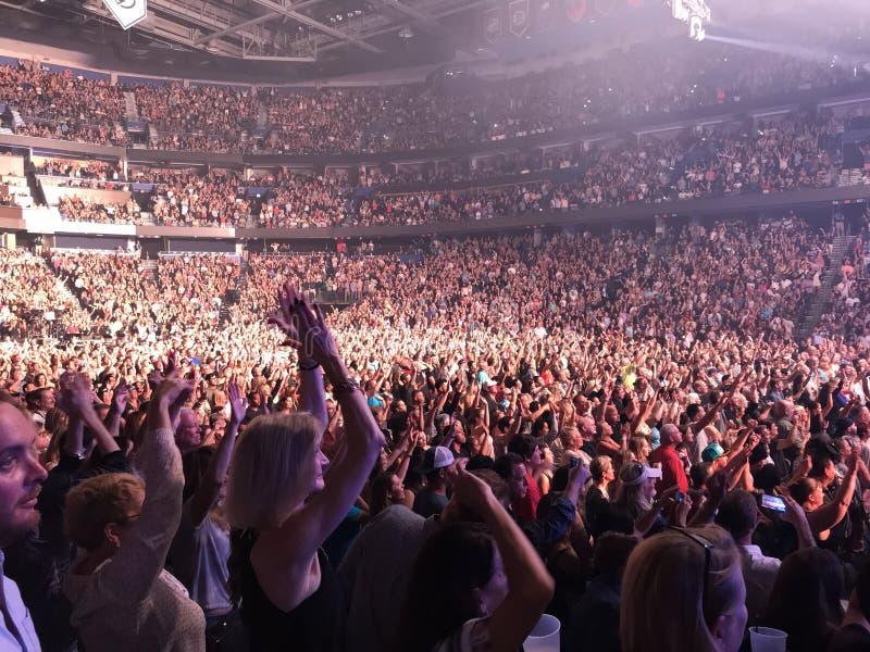 Толпа на концерте Bruno Марса стоковое фото rf