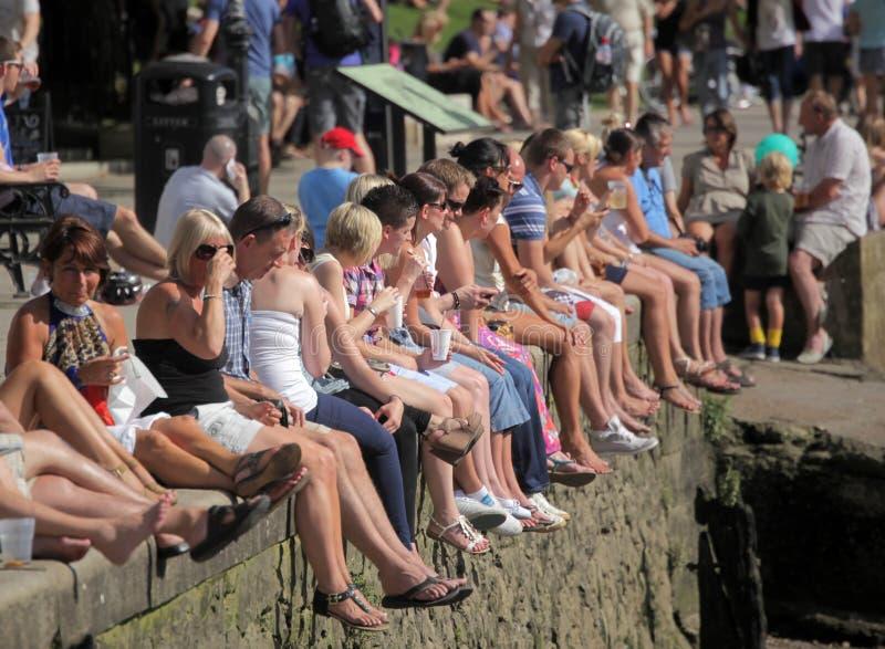 Толпа улавливая солнце стоковые фотографии rf