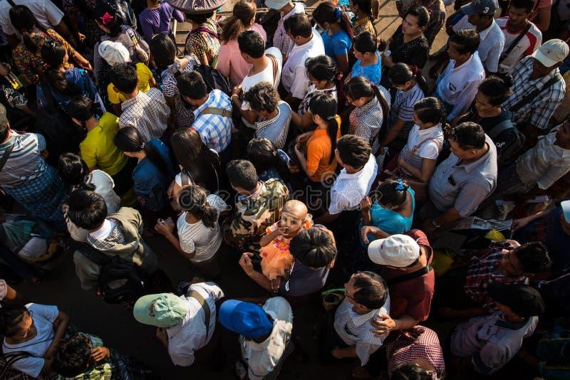 Толпиться местного бирманца стоковое фото rf