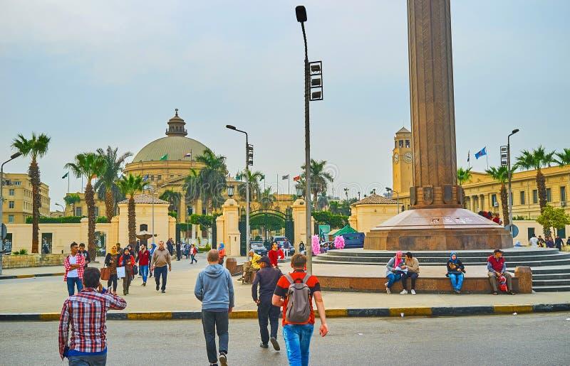 Толпить квадрат в университете Каира, Гизе, Египте стоковые изображения rf