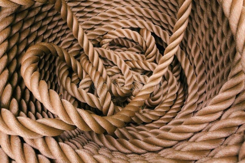 Толстая коричневая веревочка свернула в крен стоковая фотография