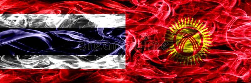Толстым покрашенные конспектом шелковистые флаги дыма стоковое фото