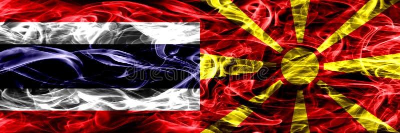 Толстым покрашенные конспектом шелковистые флаги дыма стоковые изображения