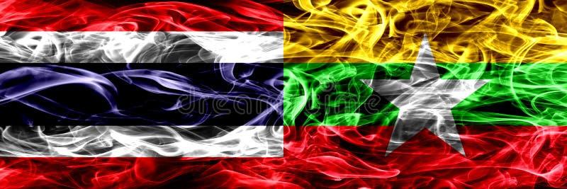 Толстым покрашенные конспектом шелковистые флаги дыма стоковое изображение