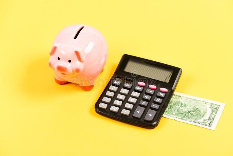 Только наличные деньги планирование и бюджет считать moneybox с калькулятором E управление капиталом дохода bookishly стоковое фото