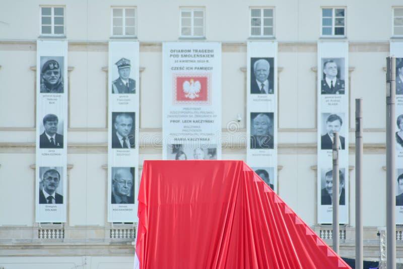 Только перед церемонией раскрывать памятник жертвы авиационной катастрофы около Смоленска стоковые изображения rf